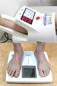 体重計と血圧計の写真